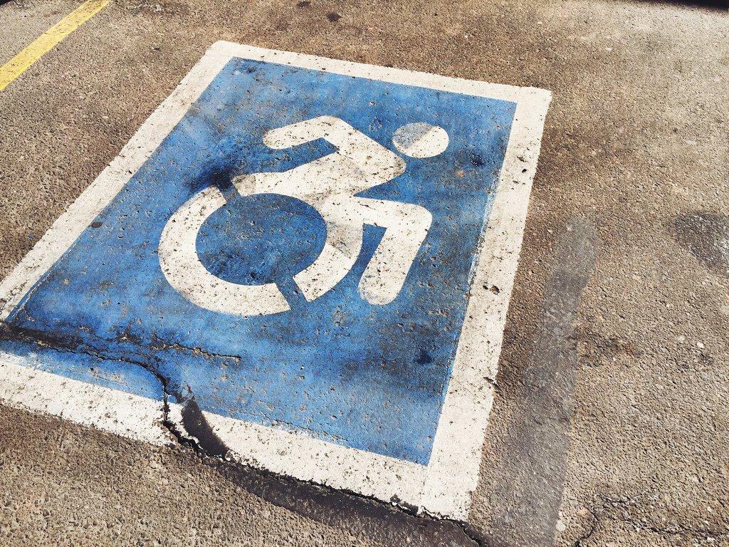 Projeto de Lei dobra pena para casos de estelionato contra pessoa deficiente