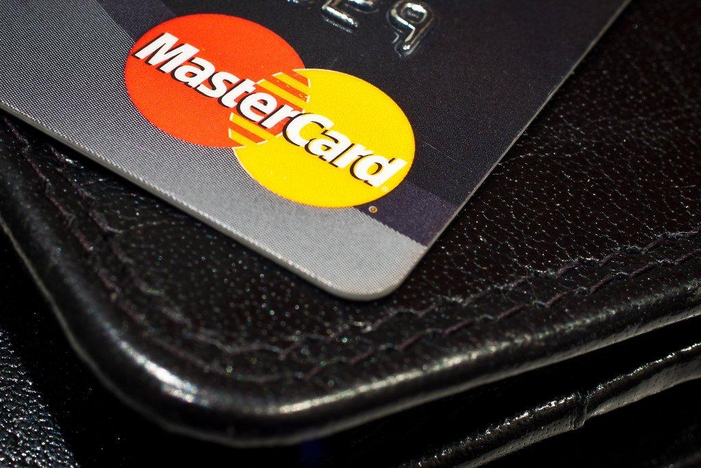 Terceira Turma considera válida cláusula que limita débito automático de cartão de aposentados a valor mínimo
