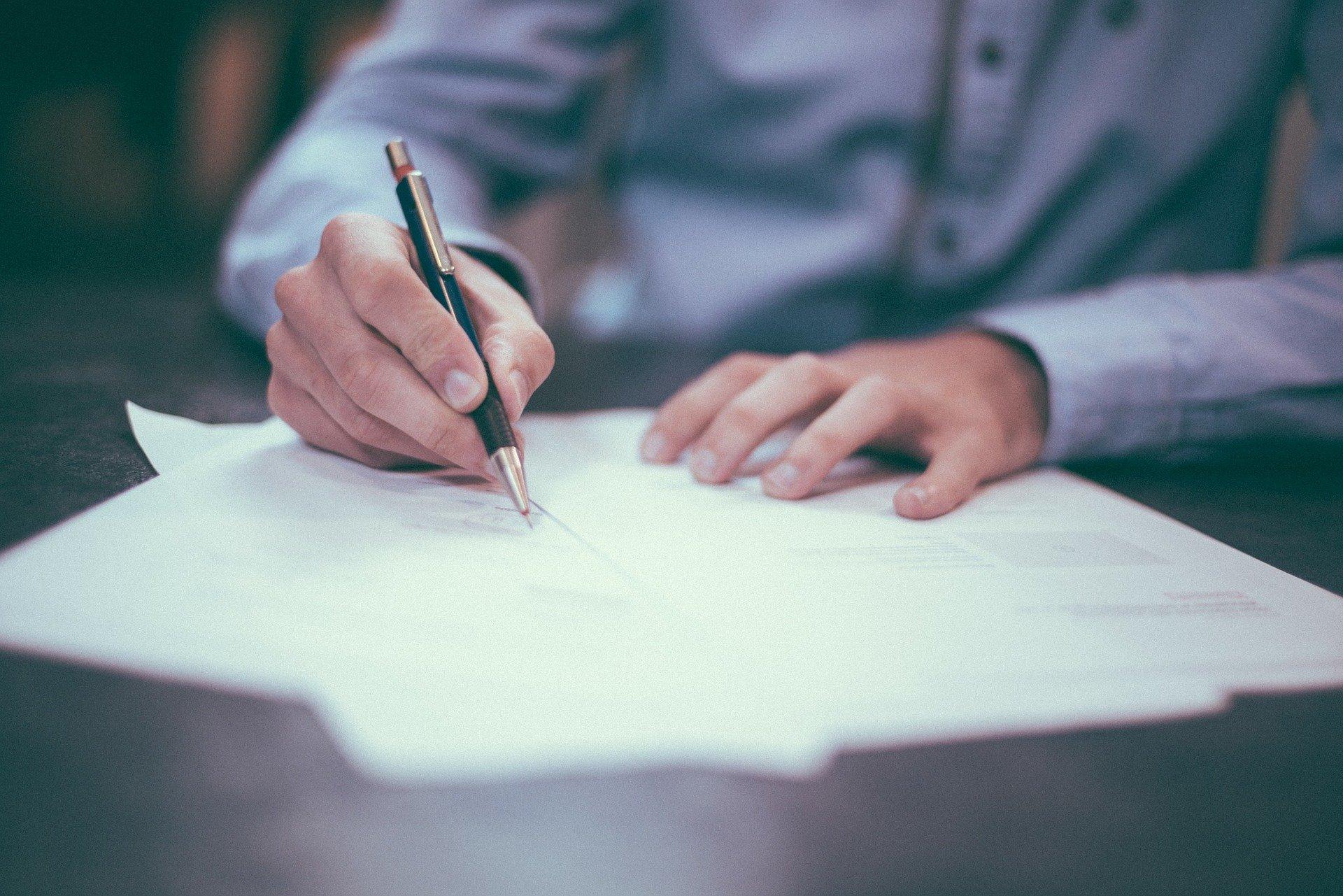 Súmula 595 STJ: RESPONSABILIDADE PELO VÍCIO DO SERVIÇO:  Indenização em caso de curso de ensino superior não reconhecido